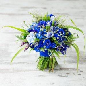 Bukiet ślubny z niebieskich habrów