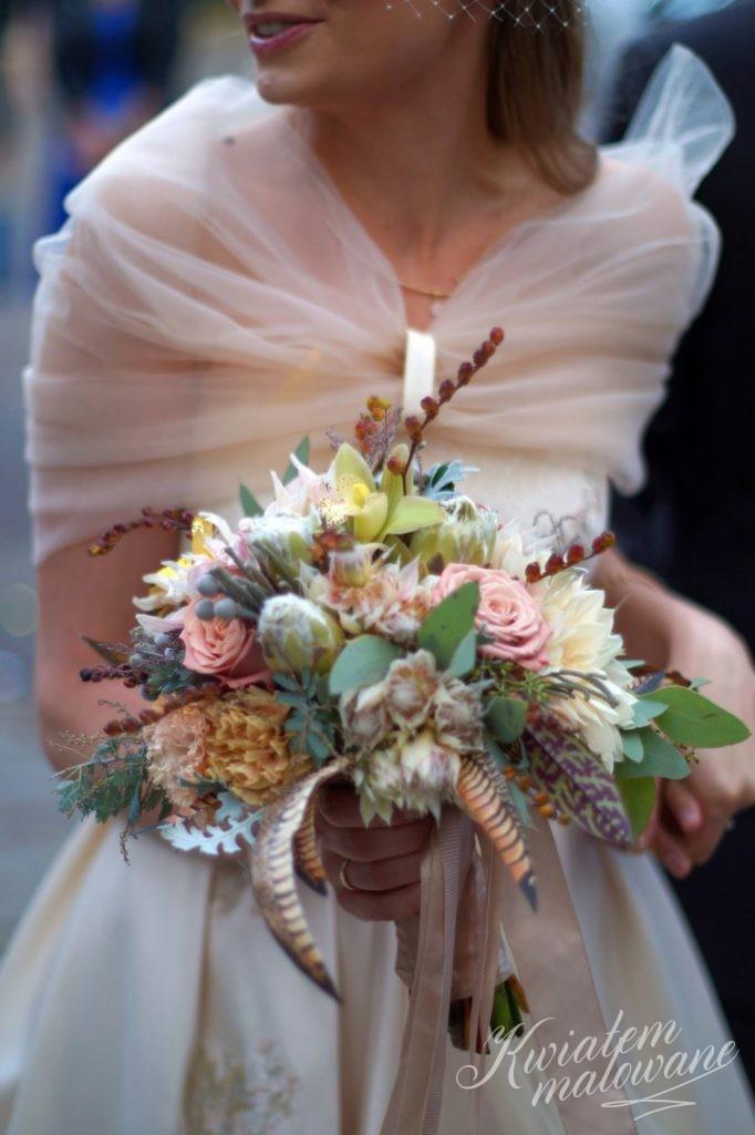 Panna Młoda z wiązanką z Kwiatem Malowane
