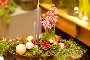 stroik świąteczny z bombkami