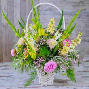 Kosz pelen kwiatow