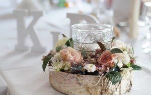 Dekoracja stołu kwiatami