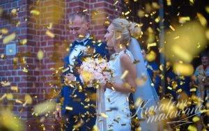 Para młoda konfetti bukiet ślubny