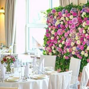 Ścianka kwiatowa z żywych kwiatów