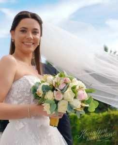 Bukiet Ślubny w rękach Pani Młodej