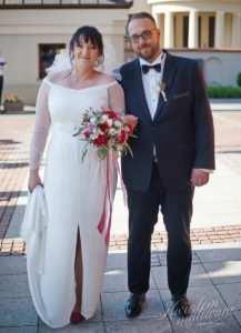 Para Młoda z bukietem ślubnym